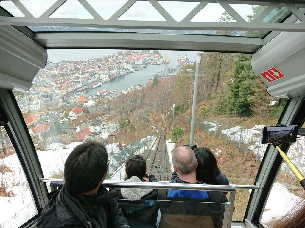 Heading down by Fløybanen