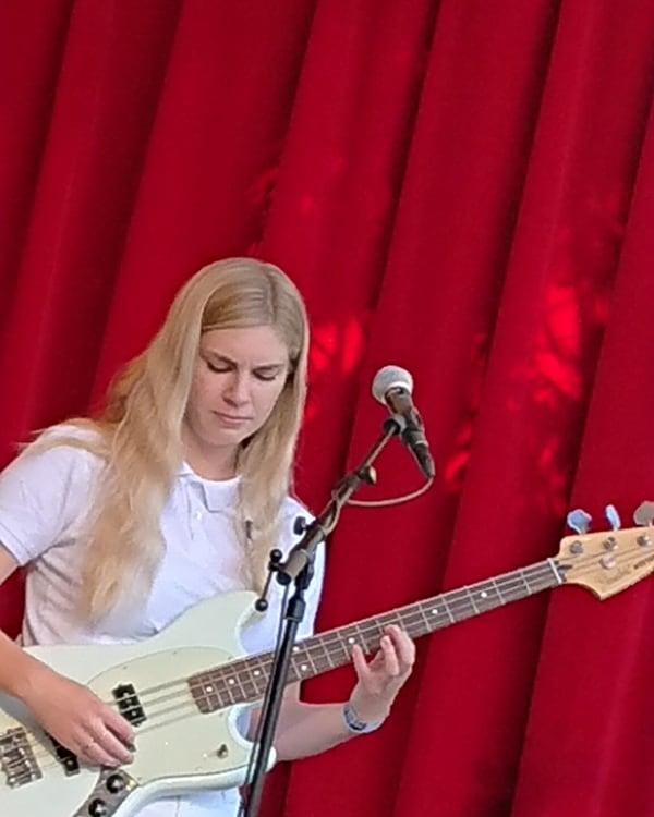 Signe SigneSigne playing the bass. Nelson Can, 'Lille fredag' - 31 May, 2018, Orangeriet, Tivoli.