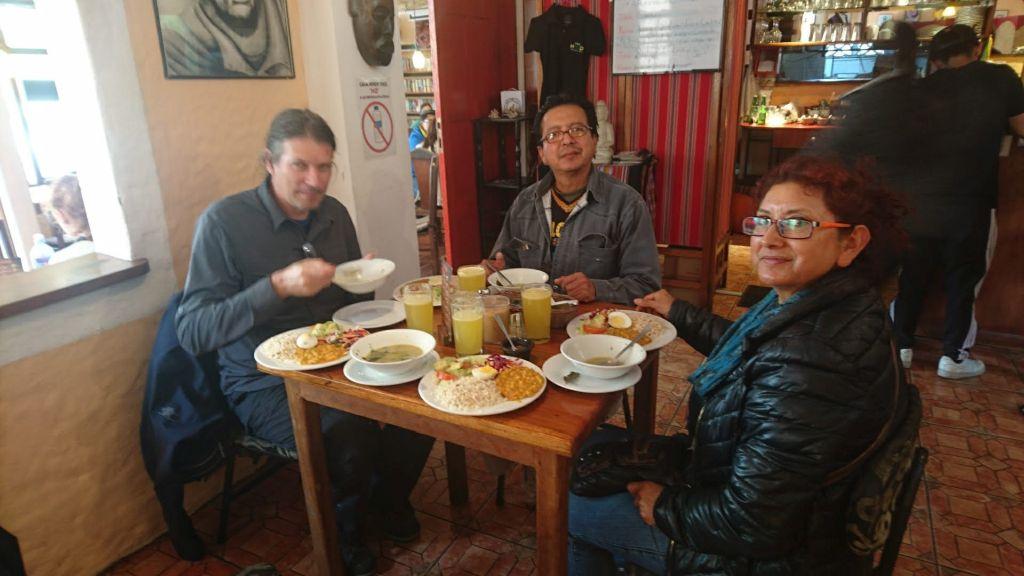 """Almuerzo"" i Baños med Ligia og Vinicio."