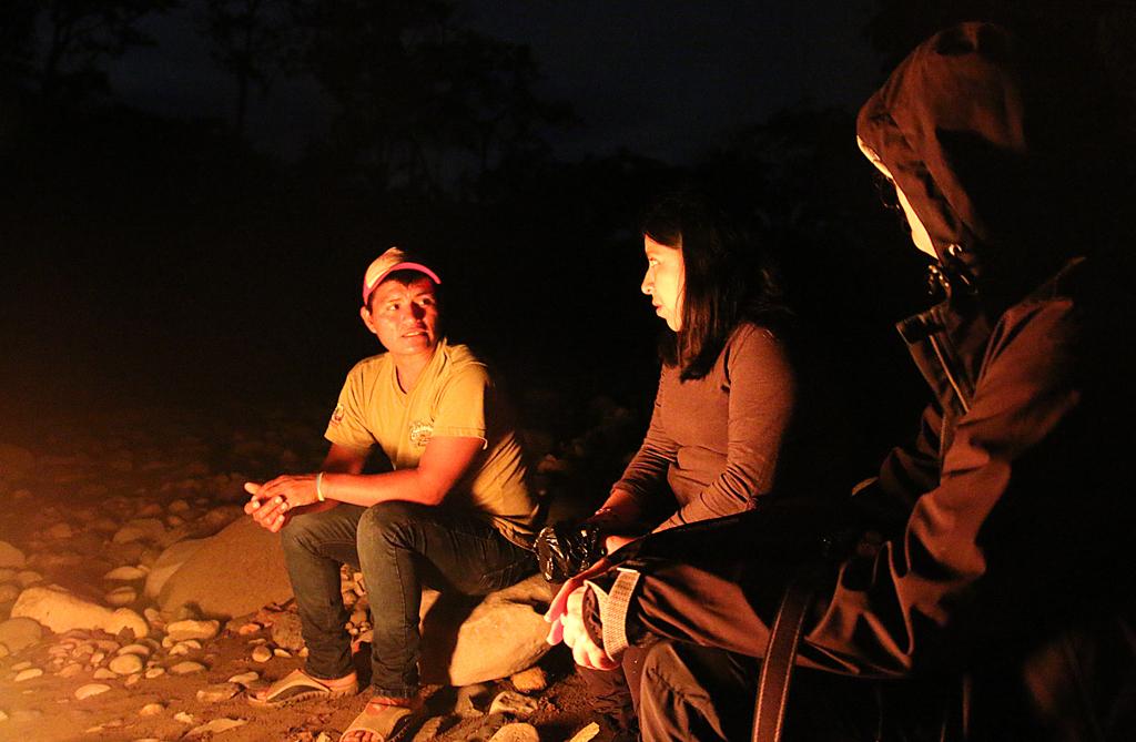 Bålhygge på flodbreden. Suchipakari Amazon Jungle Lodge, Amazonas, Ecuador.