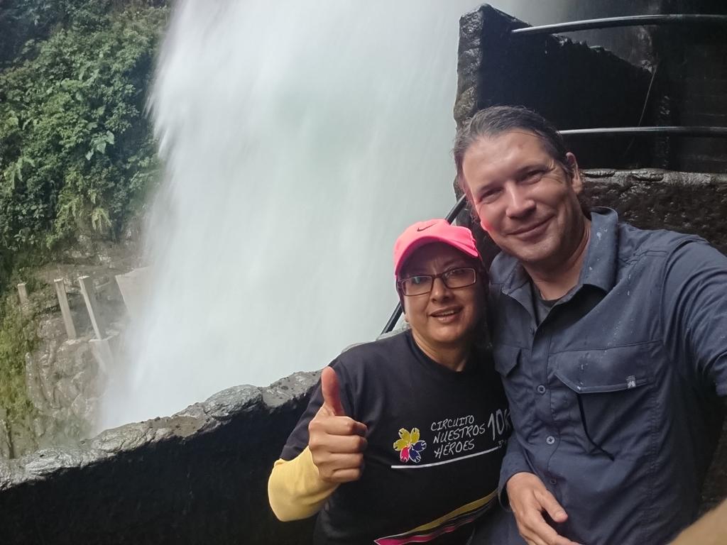 Ligia og Uffe ved vandfaldet Pailón de Diabló, Ecuador.