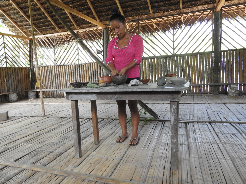 Fremstilling af keramik på traditionel vis. Rio Napo, Amazonas, Ecuador.