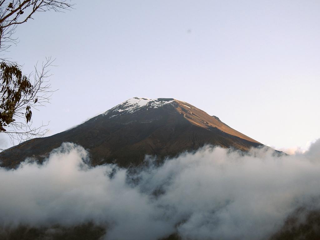 Vulkanen Tungurahua viste sig fra sin bedste side. Baños, Ecuador.