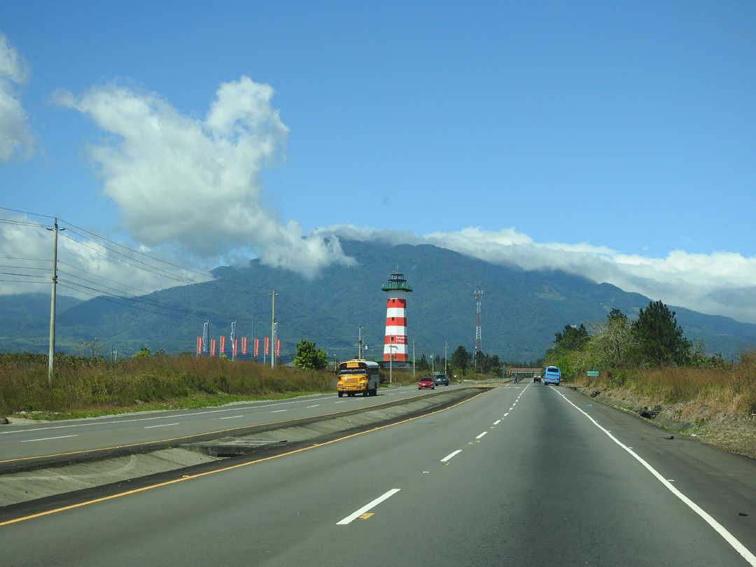 Det er nemt, at komme til Boquete - tag den fire-sporet vej fra David mod nord og når du ser fyrtårnet er du der næsten. Via Boquete, Panamá.