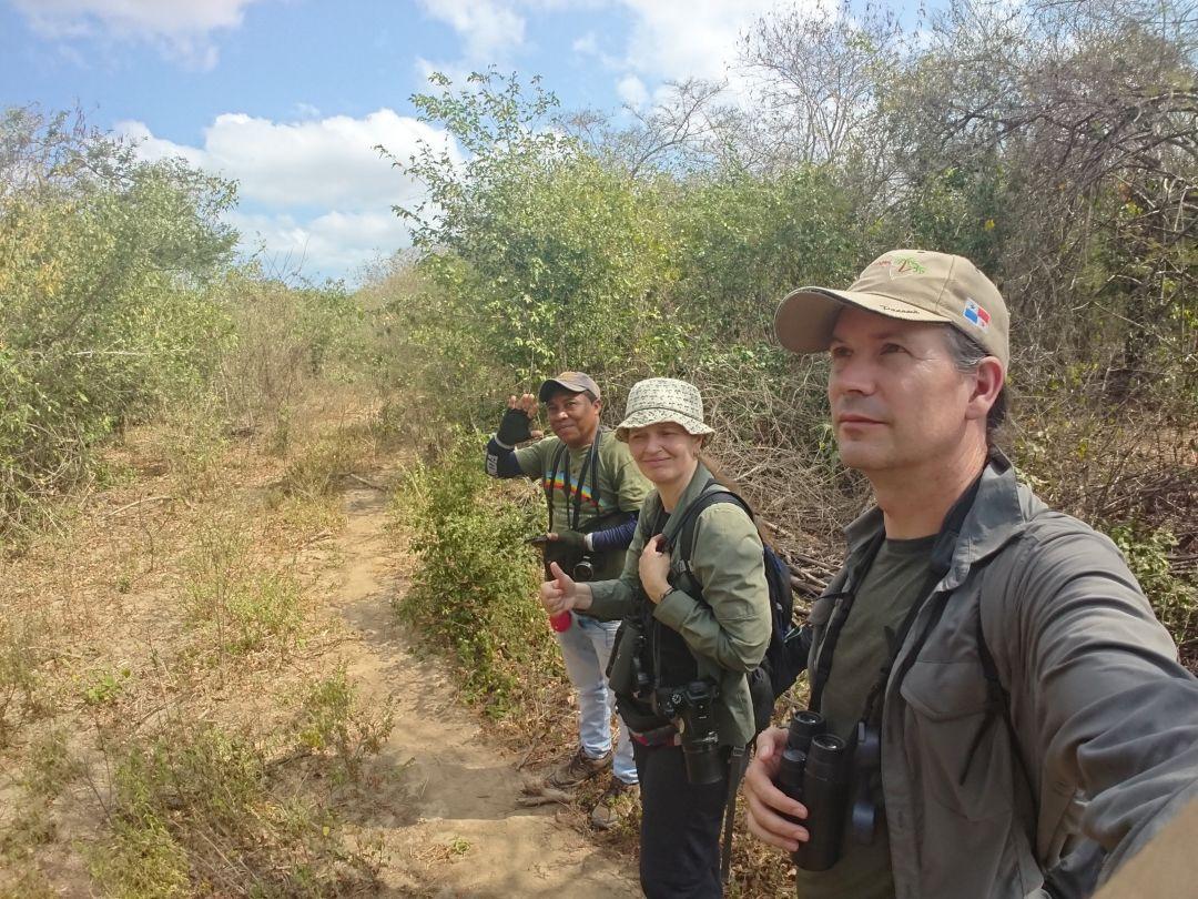 The Northern Birding Trail. Der er ikke noget som lokalkendskab. De lokale guider, som Jose Luis Pushaina, kender fuglene og ved, hvor man finder dem. Camarones, Guaija, Colombia.