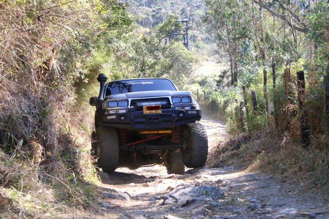 Rejsende fuglekiggere har ofte brug for transport. San Lorenzo Ridge, Sierra Nevada de Santa Marta, Colombia.