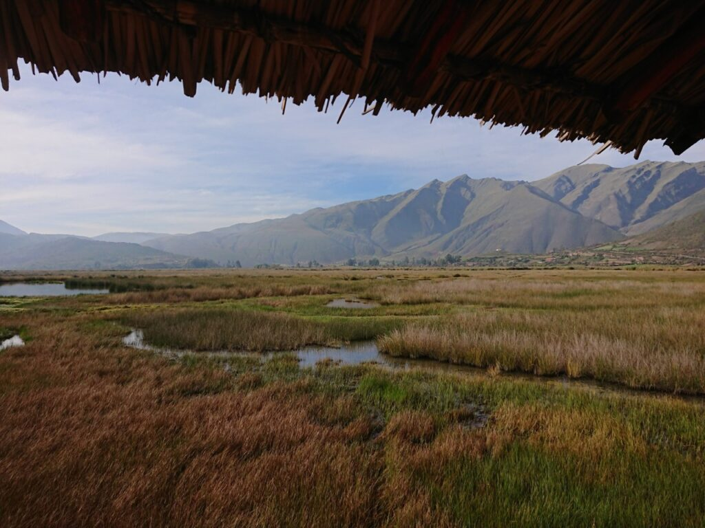 Morgenstemning i Andesbjergene. Laguna de Huarcapay. Peru