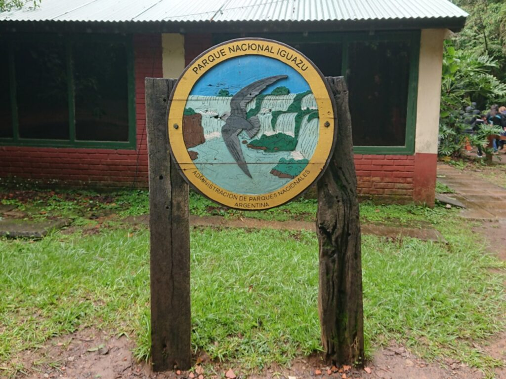 Skælhovedet Sejler indgår i nationalparkens logo. Iguazu Nationalpark, Misiones, Argentina.